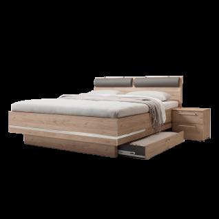 Nolte Möbel Concept Me 500 Bett Bettrahmen eckig mit Dekoreinlage umlaufend Jackson-Eiche-Nachbildung Dekoreinlage chrom 2 Nackenrollen Bettkasten