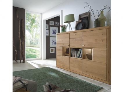 Wöstmann Highboard Aurum Anrichte in Wildeiche Massivholz soft gebürstet für Wohnzimmer oder Esszimmer mit Schubkästen und Glasausschnitten Beleuchtung wählbar