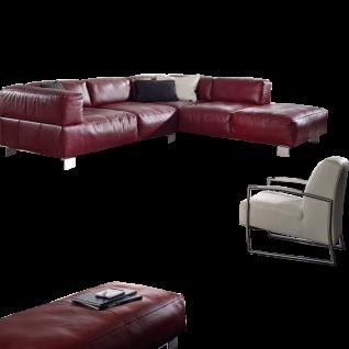 K+W Polstermöbel Wohnlandschaft Loft 7490 mit einem exklusiven Ecksofa einer modernen Hockerbank und einem hochwertigen Einzelsessel mit einer Inlettauflage und mit zwei verschiedenen Echtlederbezügen Bronco in den Farben rubin 11 und bianco 31 für ein mo