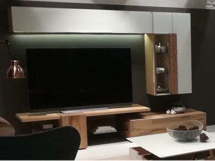 Voglauer V Alpin Vorschlagskombination 158 Relaunch AV158 Wohnkombination vierteilig für Wohnzimmer mit zwei Hängeelementen Mediaelement und Lowboard Frontakzent Colorglas Farbe und Beleuchtung wählbar