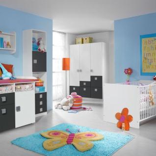 Rauch Skate Babyzimmer 3- teilig bestehend aus Drehtürenschrank Wickelkommode und babybett inklusive lattenroste Liegefläche ca. 70 x 140 cm Farbausführung wählbar optional mit Regal und Wandregal - Vorschau 4
