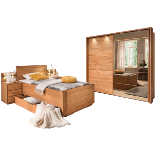 Wiemann Lido Schlafzimmerset mit Bett mit geschlossenem Fußteil und Bettschubkasten Schwebetürenschrank und Nachtschrank mit Paneel in Erle Teilmassiv