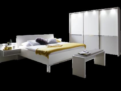 Wiemann Alaska Schlafzimmer Set in Korpus weiß Absetzungen Kieselgrau- Dekor bestehend Schwebetürenschrank mit beleuchtetem Passepourt Rahmen Bett mit Nachttischschrank und beleuchtetem Paneel