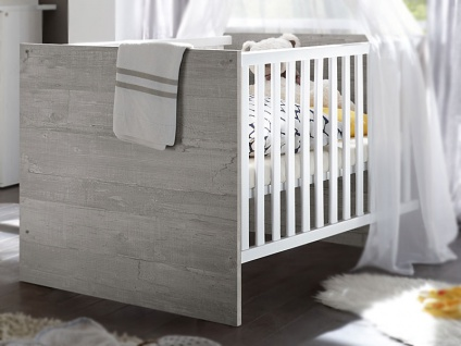 Mäusbacher Kimi Babybett mit breiten Sprossen mit Liegefläche ca. 70x140cm Babybett mit verstellbarem Lattenrost für Babyzimmer oder Kinderzimmer im Dekor weiß matt mit Absetzung in vintage wood grey