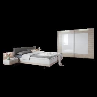 Nolte Möbel Novara Schlafzimmer bestehend aus Schwebetürenschrank 2-türig Doppelbett mit Polster-Kopfteil Kunstleder Seidengrau Liegefläche ca. 180 x 200 cm 2 Paneele mit Ablageboden Aufsatz-Nachtschränken und Klarglasböden mit Beleuchtung in Platin-Eiche