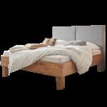 Hasena Oak-Wild-B Bett bestehend aus Bettrahmen Cadro 23-B und Bettfüße Ivio in Wildeiche natur gebürstet geölt sowie Polsterkopfteil Palermo XL in Kitana grigio 602 Liegefläche ca. 180x200 cm