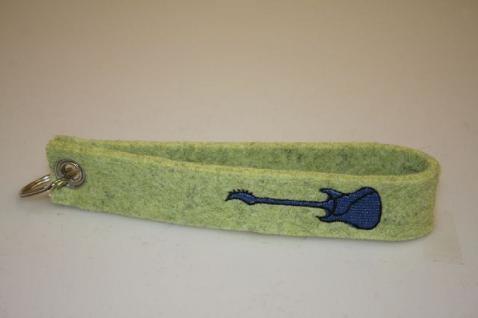 Filz-Schlüsselanhänger mit Stick - Guitar/ Gitarre - Gr. ca. 17x3cm - 14274