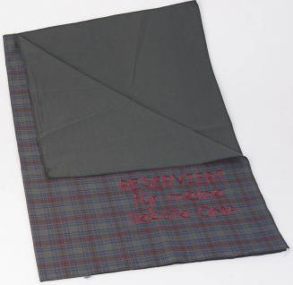 Decke Knieschutzdecke mit Einstickung - Reserviert für meine liebste Oma - 30200 - Gr. ca. 80cm x 80cm