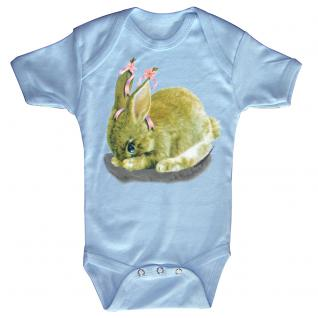 Baby-Body mit Druckmotiv Hase in 4 Farben und 4 Größen B12778 hellblau / 6-12 Monate