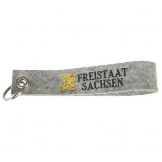 Filz-Schlüsselanhänger mit Einstickung - Freistaat Sachsen - Gr. ca. 17x3cm - 14031 - hellgrau