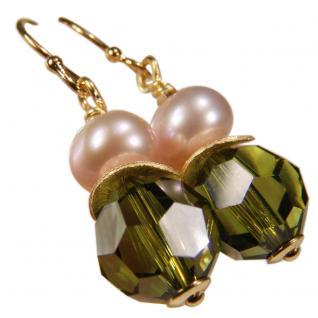 Ohrhänger mit SWAROVSKI Elements, Süßwasserperle und Silber vergoldet. Oliv