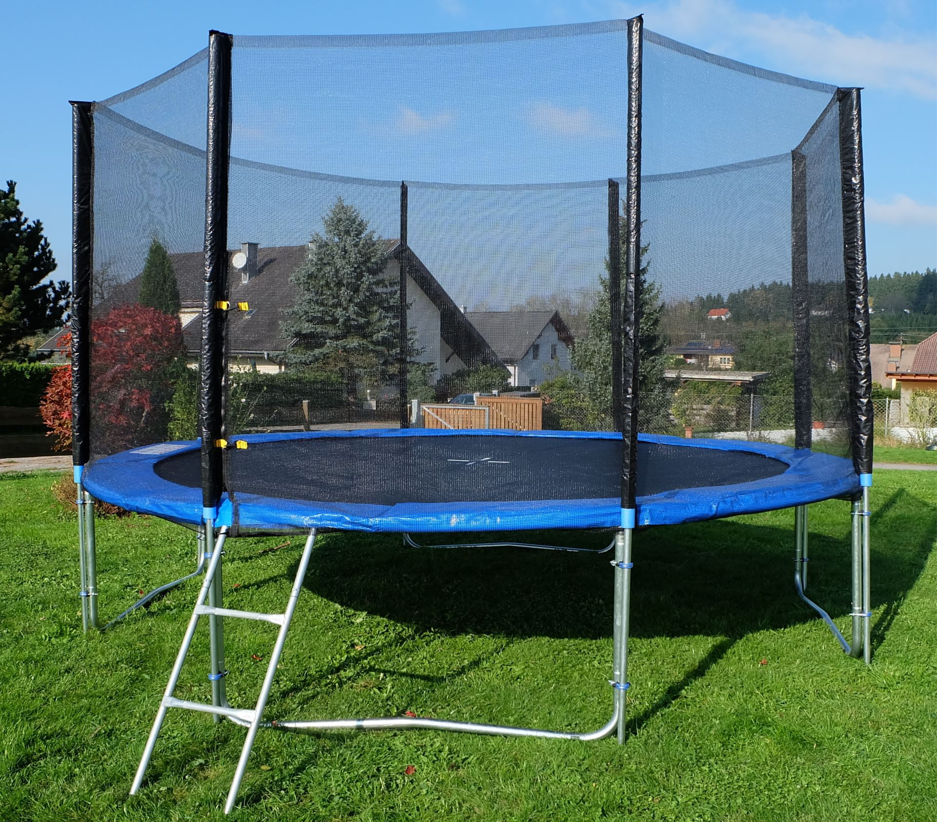 outdoor gartentrampolin trampolin xl 436cm komplett inkl sicherheitsnetz und leiter t v. Black Bedroom Furniture Sets. Home Design Ideas