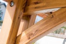 Design Hollywoodschaukel RIO GRÜN aus Holz Lärche mit Dach