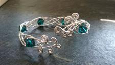 EinziK-Art Geflochtener Armreif mit smaragdfarbenen Perlen 925 versilbert