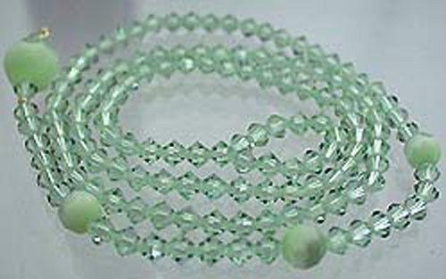 Dekorative Y Kette aus grünen facettierten Swarovski Komponenten Halskette