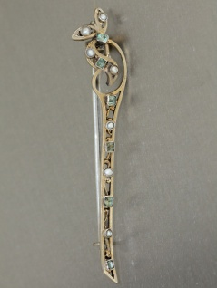 Brosche in Silber vergoldet mit Smaragden + Perlen, Jugendstil