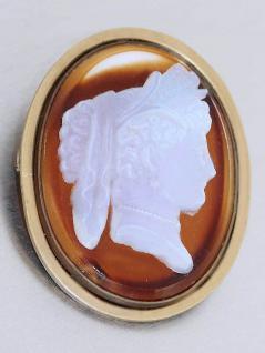 Brosche mit Steinkamee Mondstein auf Achat große ovale Brosche Gemme