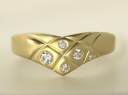 Traumhafter Goldring 750 mit Zirkonia Ring Gold 18 kt mit Schwung Damenring