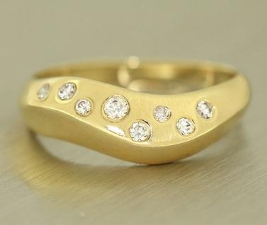 Goldring 750 mit Schwung - Ring echt Gold 18 kt mit Zirkonias - top Designerring