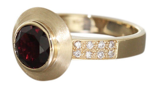 Goldring 585 mit Granat und Brillanten - Ring Gold massiv 7, 5 gr - Brillantring