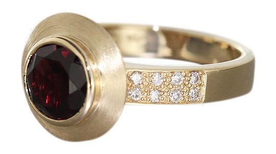 Goldring 585 mit Granat und Brillanten Ring Gold massiv 7, 5 gr Brillantring 14Kt