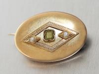 Antike Brosche Gold 750 von 1870 mit Peridot Perlen kleine Goldbrosche 18 Karat