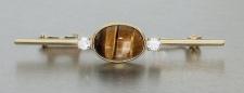 Brosche Gold 375 mit Tigerauge und Zirkonias, Stabbrosche in 9 kt Gold