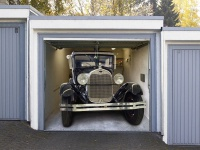 Oldtimer in der Garage - Deko-Effekt-Bild für Tore