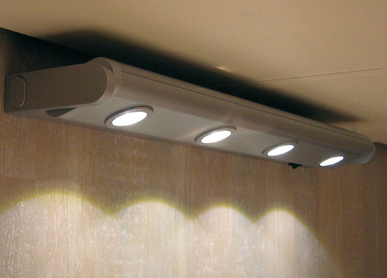 led k chen schrank unterbau schwenkleuchte 520 mm lichtleiste 4 x 1 watt 30585 kaufen bei. Black Bedroom Furniture Sets. Home Design Ideas