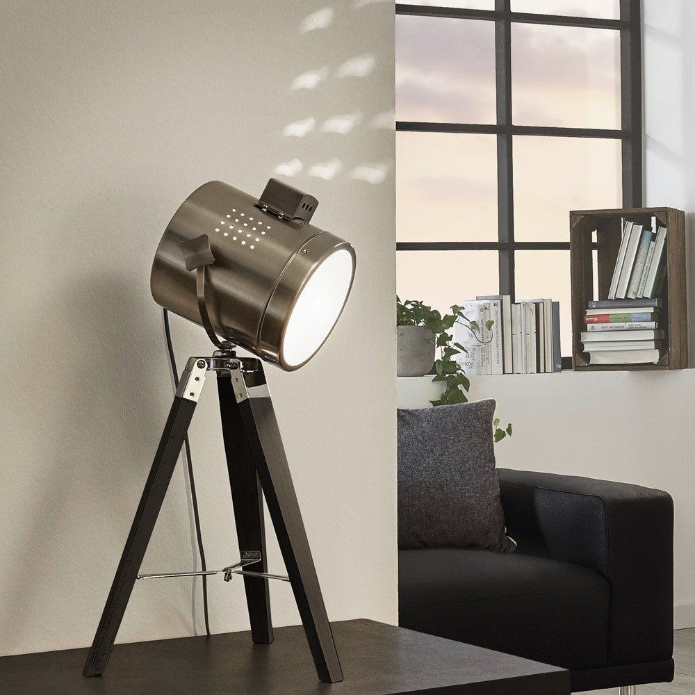 licht trend gazer dreibein tischleuchte holz chrom. Black Bedroom Furniture Sets. Home Design Ideas