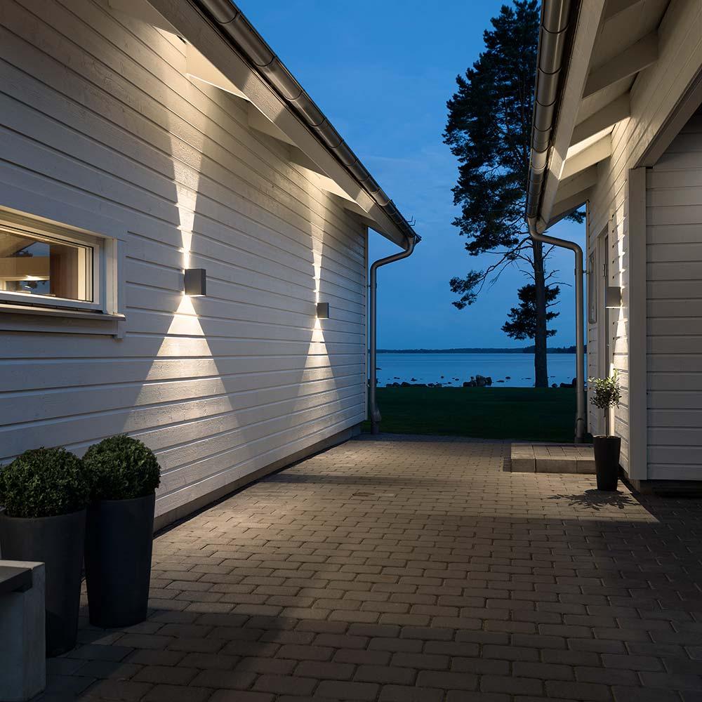 Konstsmide 7940-370 Cremona LED Aussen-Wandleuchte individuell verstellbarer Lichtaustritt Anthrazit klares klares klares Acrylglas 6e70a5