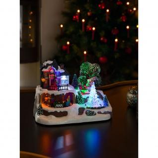 """Konstsmide 3446-000 LED Szenerie """" Bahnhof mit Kristallweihnachtsbaum"""" mit Animation und 8 klassischen Weihnachtsliedern wählbare Energieversorgung 9 bunte Dioden 4.5V Innentrafo/batteriebetrieben für Innenbereich"""