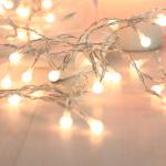 5m Lichterkette mit weißen Bällen 50 LED warmweiss Weihnachtskette Batterie