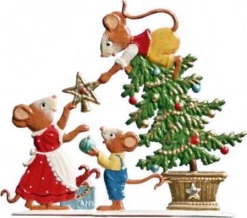 Mäuse schmücken Baum zum Stellen