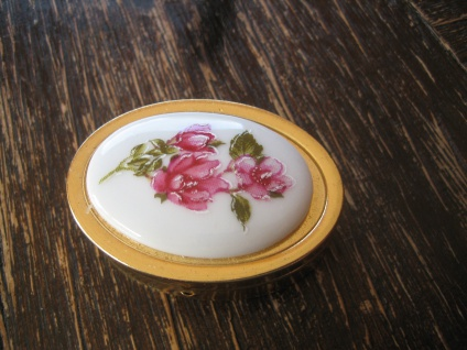 reizendes vintage Pillendöschen Pillendose Döschen Rosen Rose Metall vergoldet