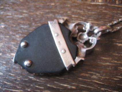 herrlicher antiker Trachten Dirndl Anhänger Herz schwarz 835er Silber Markasit - Vorschau 3