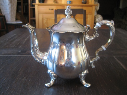 prächtige vintage Teekanne Silberkanne wunderschön verziert auf Füssen silber pl