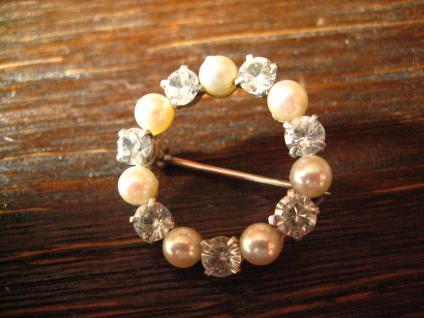 bezaubernde Art Deco Kranz Brosche Perlen Zirkonia 835er Silber signiert - Vorschau 3