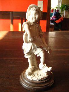 Junge Knabe mit Gitarre Capodimonte Italy G Armani sign Figur Skulptur Porzellan