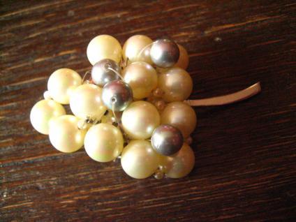 große ausgefallene Vintage Brosche Traube Weintraube Weinrebe aus Perlen 60er