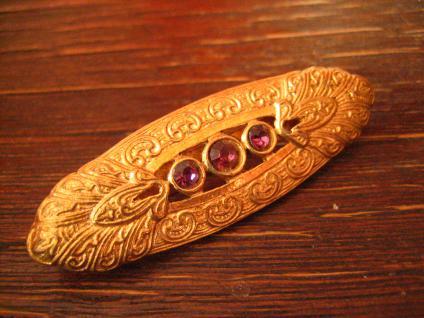 prächtige Art Deco gold Brosche mit Lila Steinen - eine Augenweide Modeschmuck - Vorschau 3