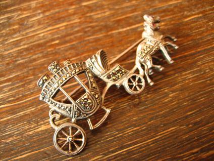 prächtige Kutsche Hochzeitskutsche Pferde 800er Silber Brosche Art Deco Markasit - Vorschau 2