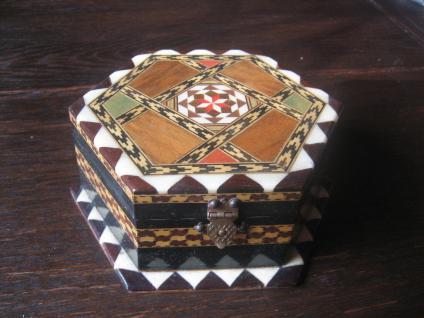 reizendes Schmuckkästchen Kästchen Schatulle Intarsien Handarbeit Kunsthandwerk
