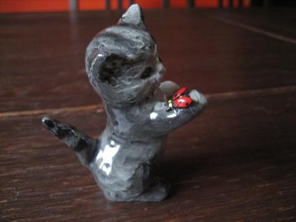 süße kleine Katze Kätzchen mit Käfer spielend original Goebel sehr gut erhalten