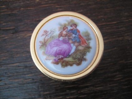 reizendes vintage Pillendöschen Pillendose Döschen gold Galante Watteau Szene