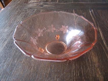 große zauberhafte vintage Pressglas Glas Schale auf Füssen zart rosa 50er Jahre