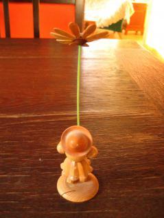 Blumenmädchen Blumenkind Margarite Erzgebirge natur Holz Platzkartenhalter - Vorschau 2