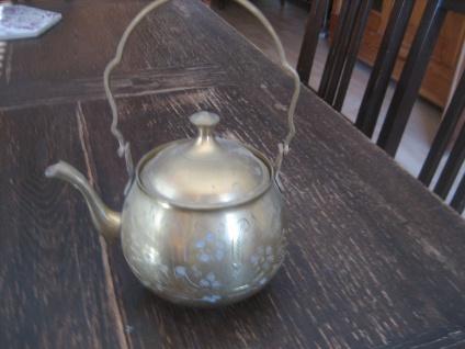 zuckersüßer kleiner Messing Kessel Teekessel reich graviert wunderschön als Vase