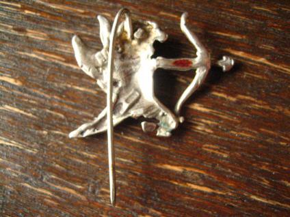 reizende antike Brosche Krawattennadel Engel Putto Amor Eros Bogen 800er Silber - Vorschau 3