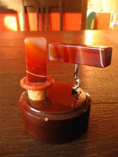 stilvoll für die Hausbar Flaschenstopfen Korkenzieher Achat Griff Bakelit Halter